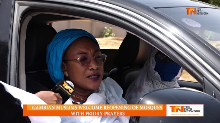 WATCH : Friday prayers resume at Jah Mosque but there's no social distancing among worshippers outside